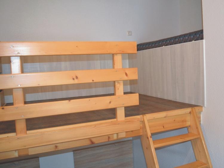 Empore mit Schreibtisch und Schlafkoje