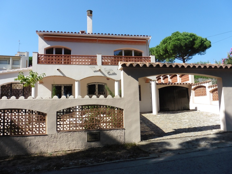 house CASTILLO