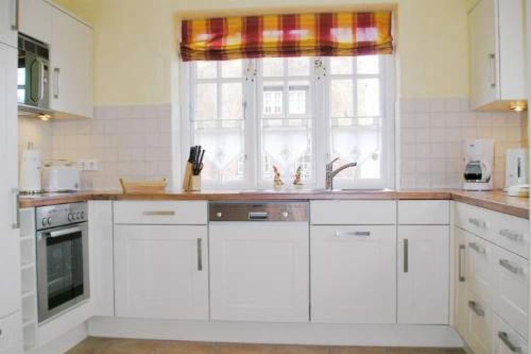 In dieser modernen Küche finden Sie alles, was das Herz begehrt.