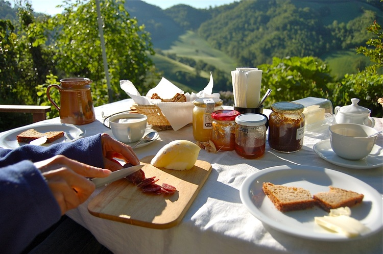 Breakfast in the countryside with a beautiful view