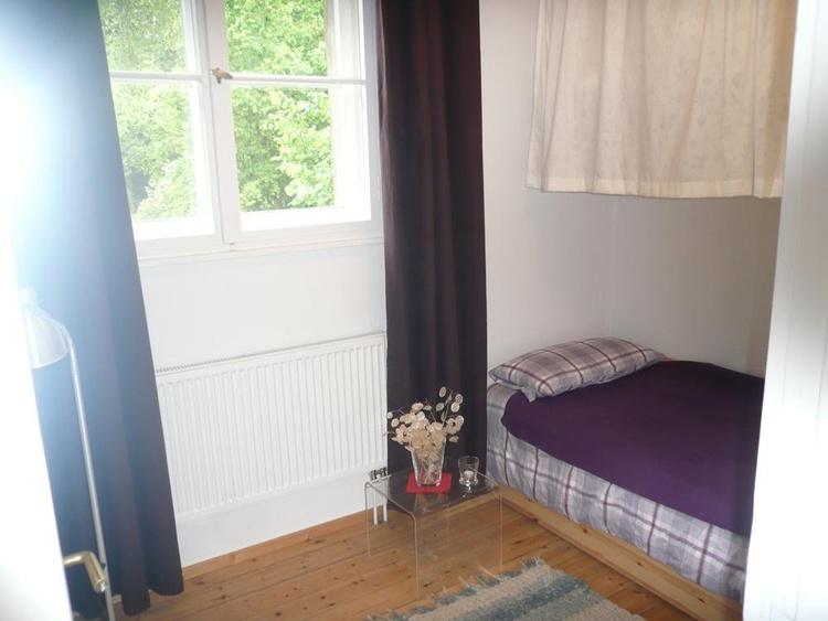 das kleine Zimmer mit Schubladenbett 2x90x200
