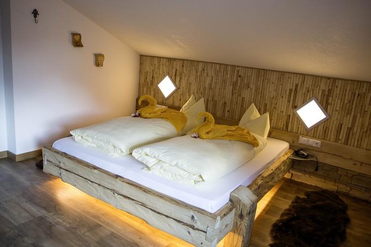 Betten aus masivem Altholz vom Tischler gemacht, Wh 4